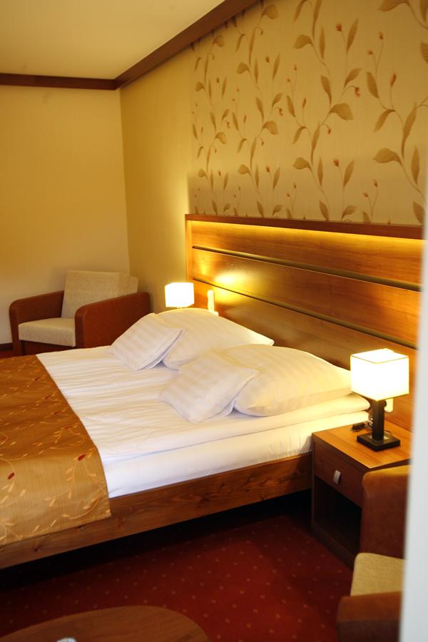Superior szoba aranyb nya hotel telkib nya for Superior hotel